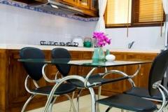 kitchen-&-dining-area